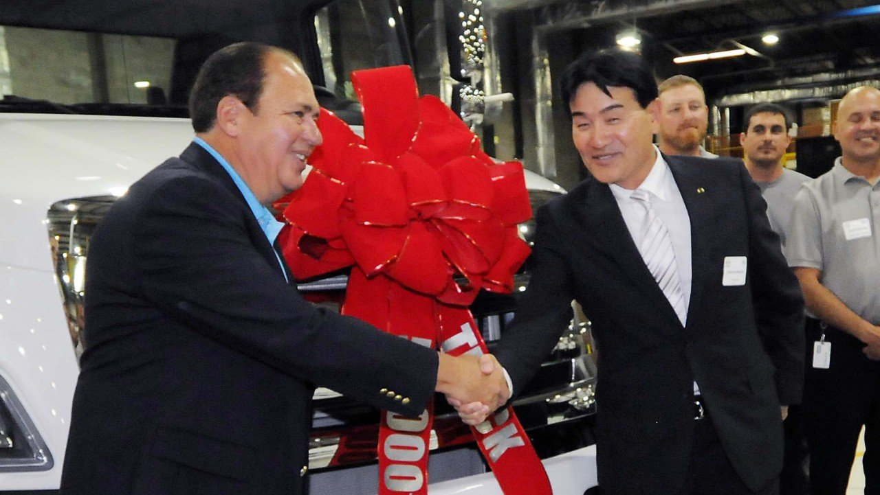 Gov. Tomblin celebrates Hino's 50,000th truck assembled in W.Va.